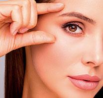 """Mejora la laxitud alrededor de los ojos: """"abre la mirada""""."""